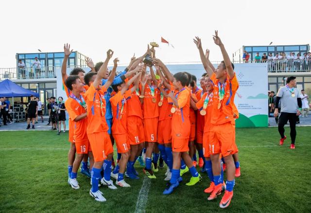 鲁能U14红队勇夺国际友好城市足球赛冠军
