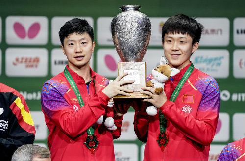 鲁能乒超球员马龙、王曼昱夺世乒赛三冠
