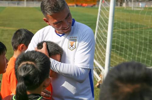 鲁能足球培养方式:博采众长,成一家之言