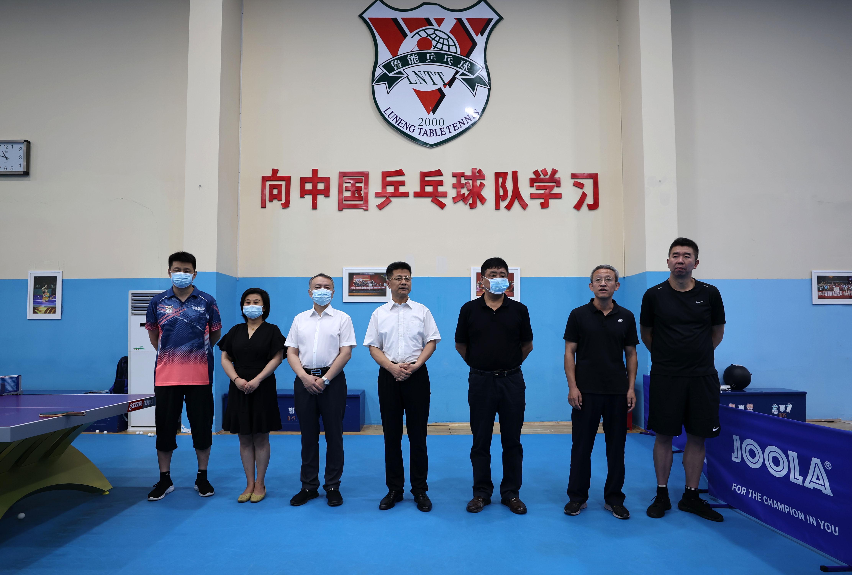 乒乓双骄!鲁能乒乓球俱乐部庆祝马龙、王曼昱东京奥运夺金